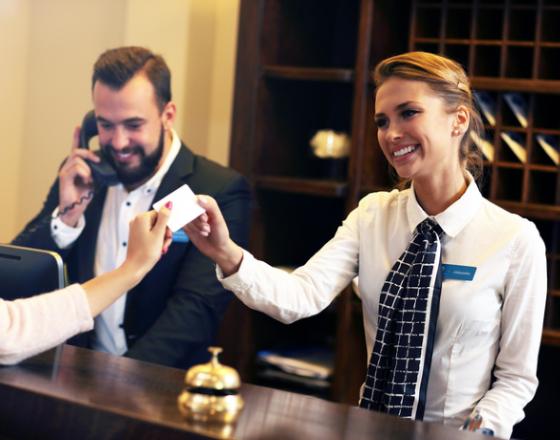 Туристический агент может предложить путешественнику больше, чем интернет