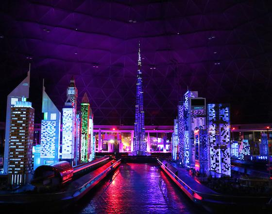 В LEGOLAND® Dubai стартовало красочное ночное шоу