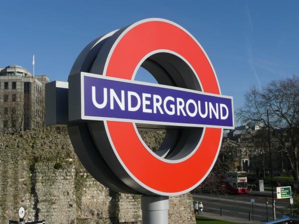 Знак лондонской подземки