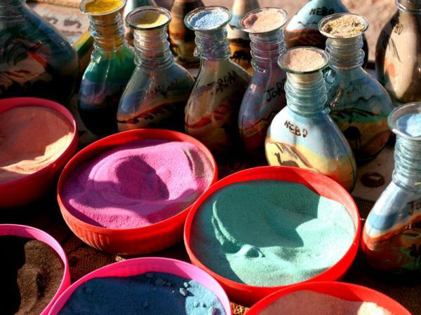Сувениры из разноцветного песка