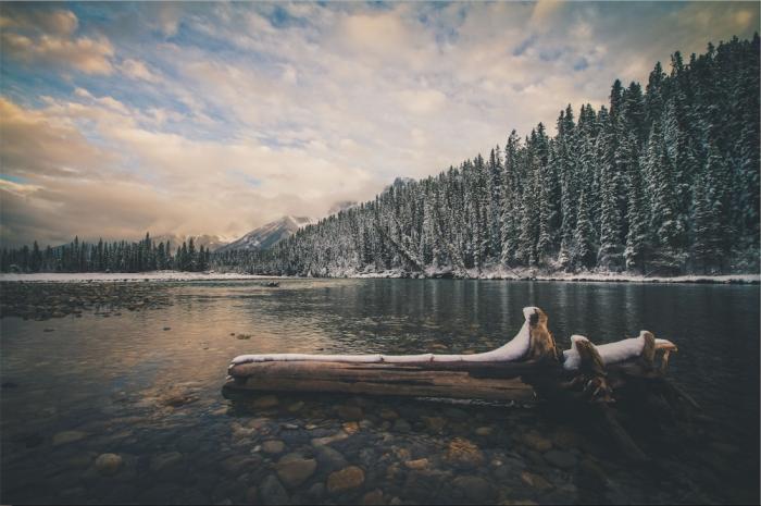 Озеро в провинции Альберта, Канада.