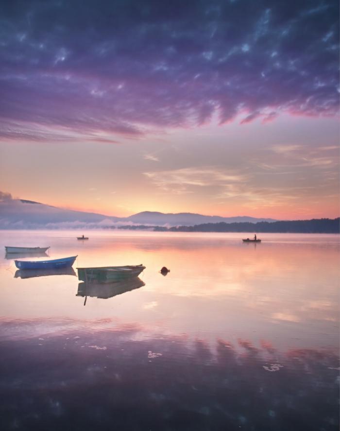 Туманный рассвет на озерах польской Силезии.