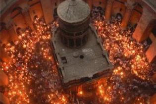 В Иерусалиме туристы-паломники ожидают схождение Благодатного огня