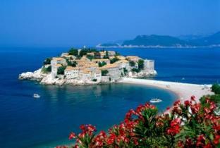 Черногорский остров-отель Свети-Стефан открывается после реконструкции