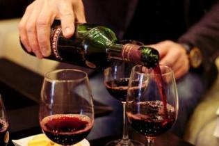 Саакашвили предлагает бесплатно угощать туристов грузинским вином