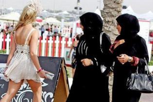 В Объединенных Арабских Эмиратах планируют ввести обязательный дресс-код для туристов