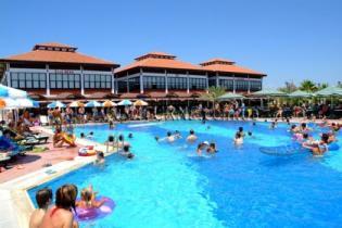 """Популярный турецкий отель """"Club Nena"""" предлагает гостям заняться сельским хозяйством"""