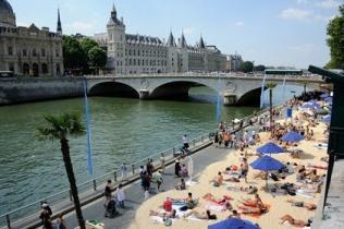 Париж ввел правила поведения в общественных местах