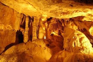 В Хорватии для туристов открылась самая глубокая пещера Локварка