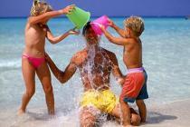 В Греции начался купальный сезон