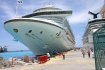"""В Карибском море """"не протолкнуться"""" от круизных лайнеров"""