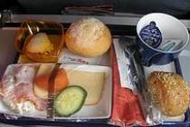 На внутренних авиарейсах Аэросвит появилось питание