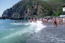 В Керчи официально открыли обновленный городской пляж