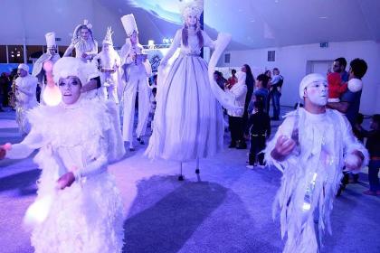 В ОАЭ туристов ждет Санта Клаус и зимний парад