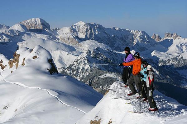 Когда открывается сезон катания в Доломитовых Альпах?