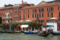 Россияне в Венеции случайно перевернули гондолу