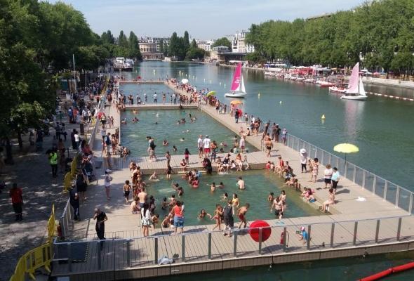 Туристы едут в Париж? Пусть возьмут купальники