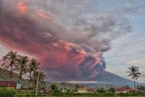 Тысячи туристов застряли на Бали