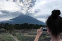 Проснувшийся вулкан - отличный фон для селфи