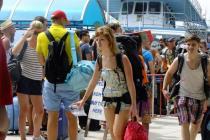 Туристов в Бангкоке нашли через соцсеть и наказали за вандализм