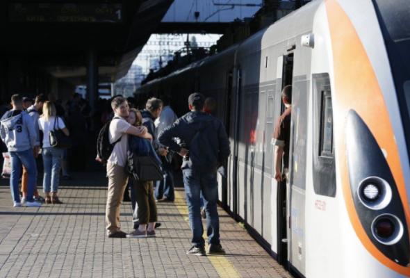 Укрзалізниця запустила продажу билетов с пересадкой
