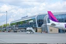 Число пассажиров в аэропорту Львов выросло на 50%