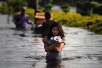 Бангкок: пик прилива миновал, но воды меньше не становится