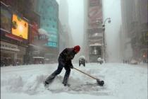 Снежная буря разладила жизнь Нью-Йорка
